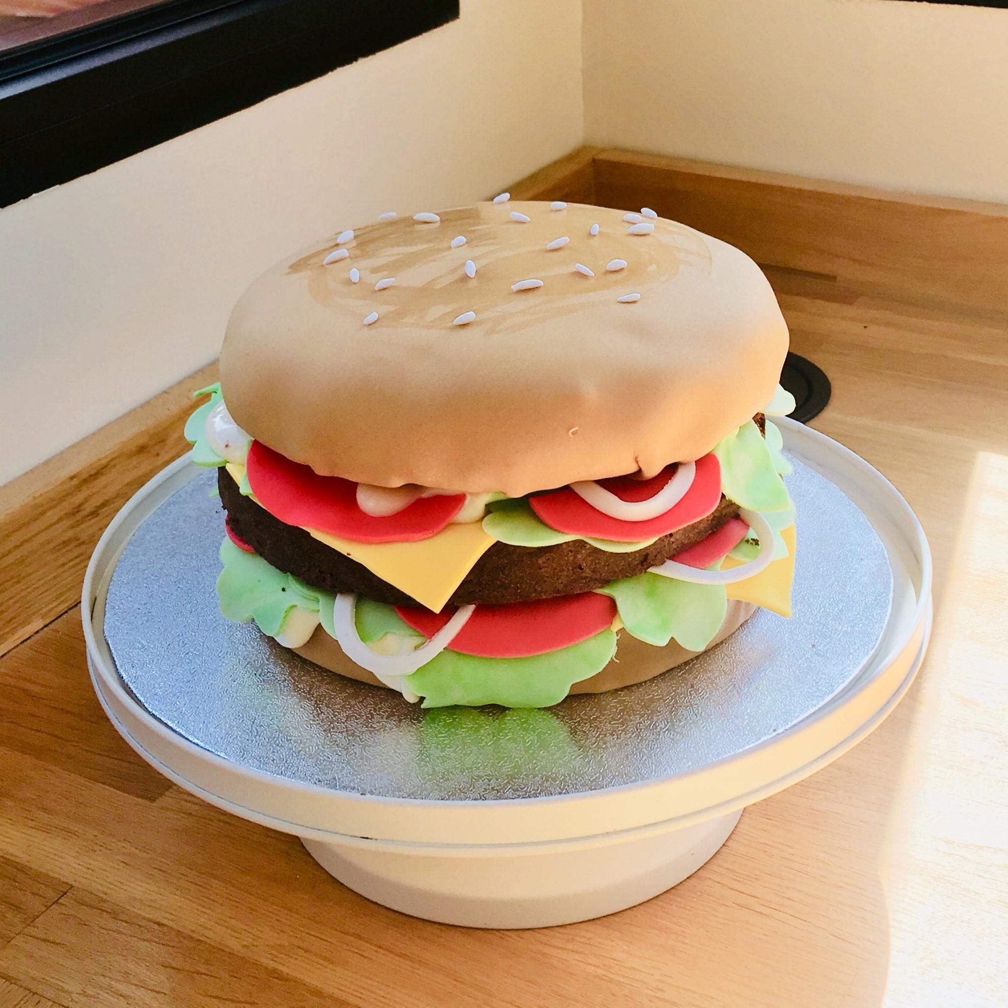 cake design hamburger