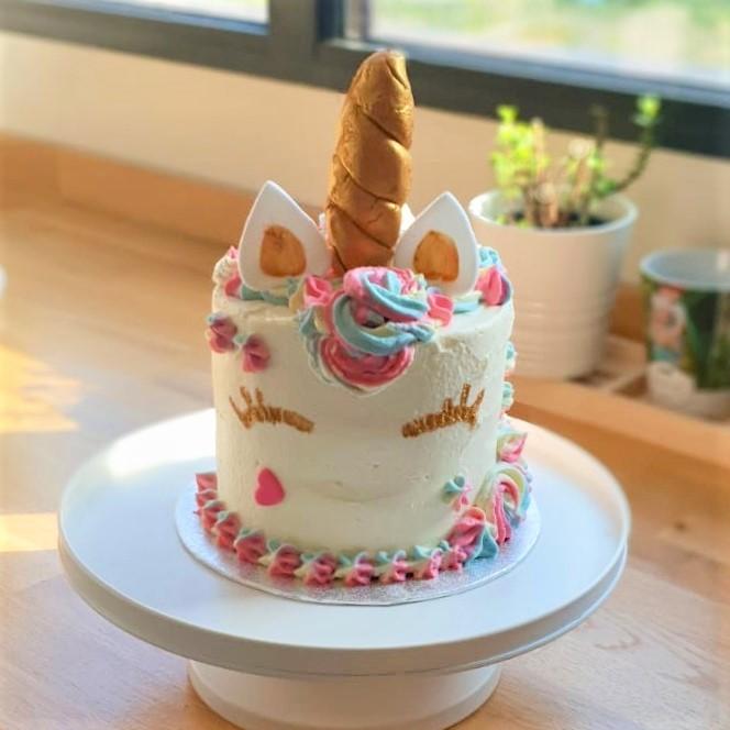cake design licorne pastel et doré
