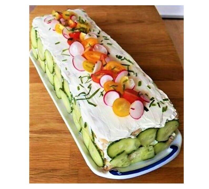 Cake design salé d'été concombre radis et tomate fromage frais - patisse et malice