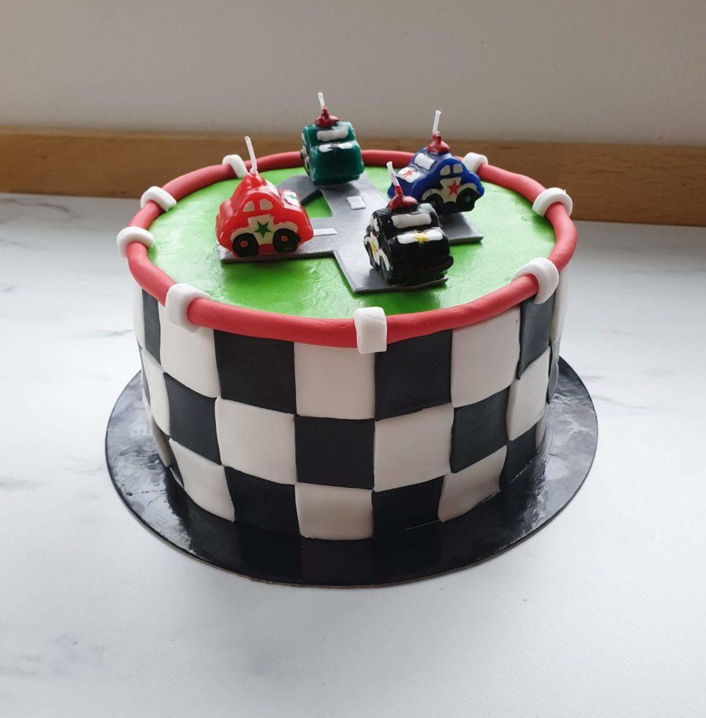 Cake design d'anniversaire fan de voiture - cars - patisseetmalice