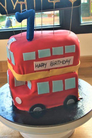 cake design d'anniversaire bus londres - patisseetmalice