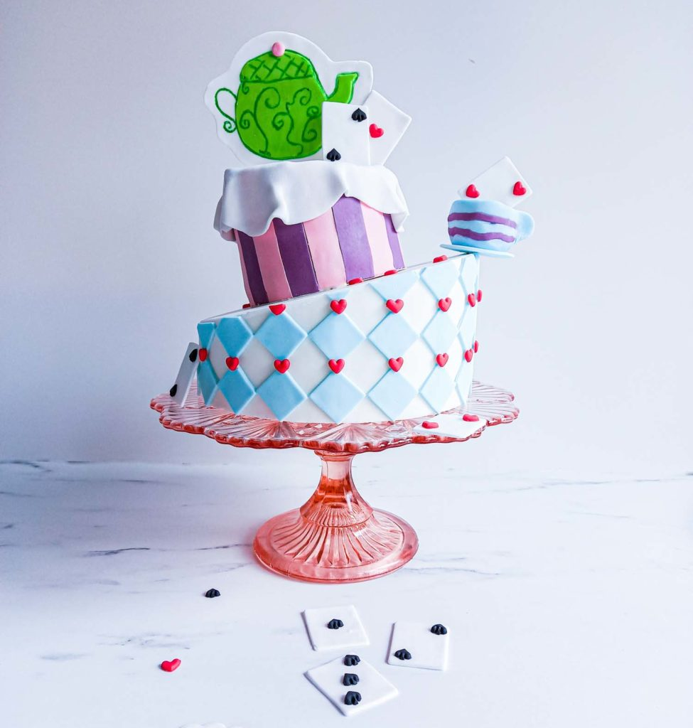 gateau anniversaire alice aux pays des merveilles - patisse et malice