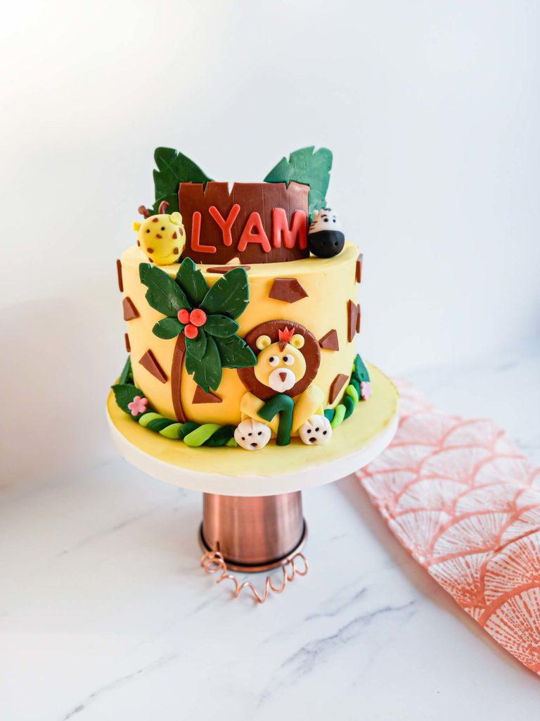 cake design personnalisé anniversaire jungle - patisse et malice.jpg
