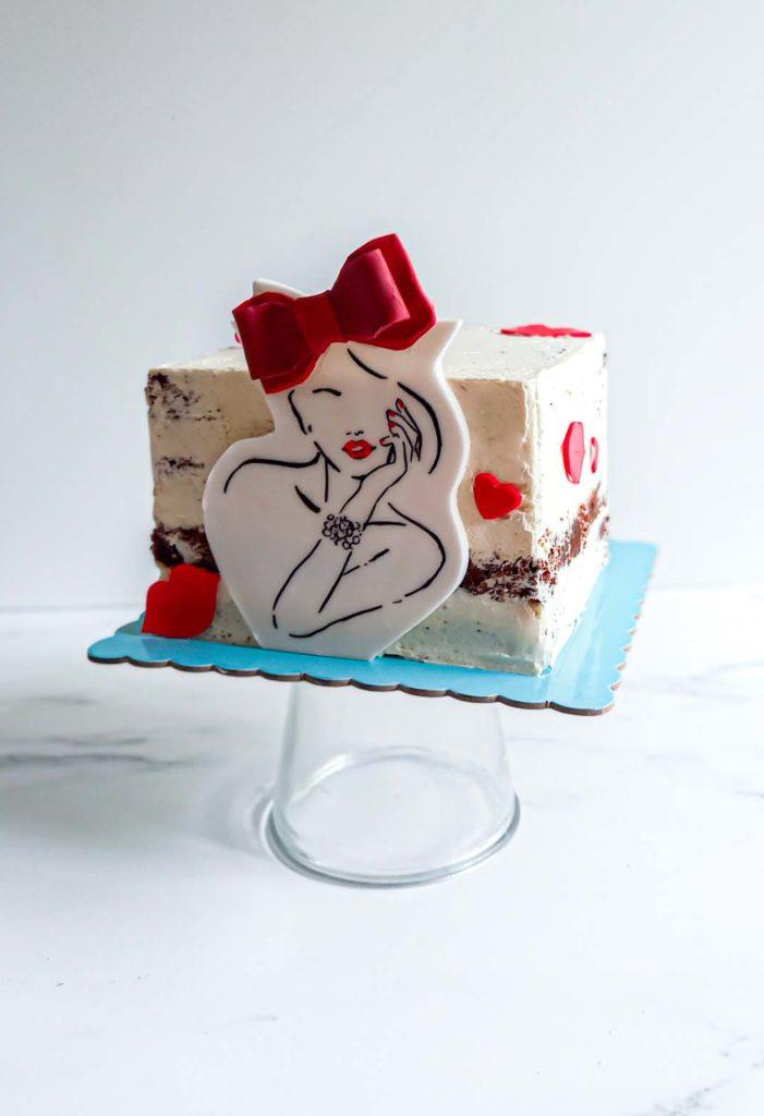 gateau anniversaire rouge et noir glamour dessin pate a sucre- patisse et malice