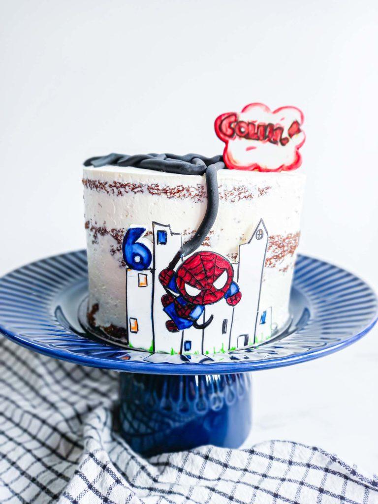 gateau anniversaire spiderman - dessin pate a sucre - patisse et malice