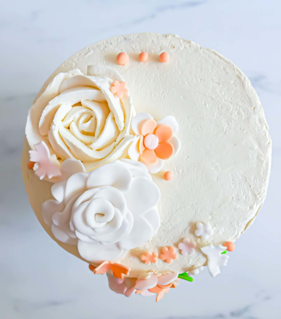 layercake fleuri bapteme - patisse et malice