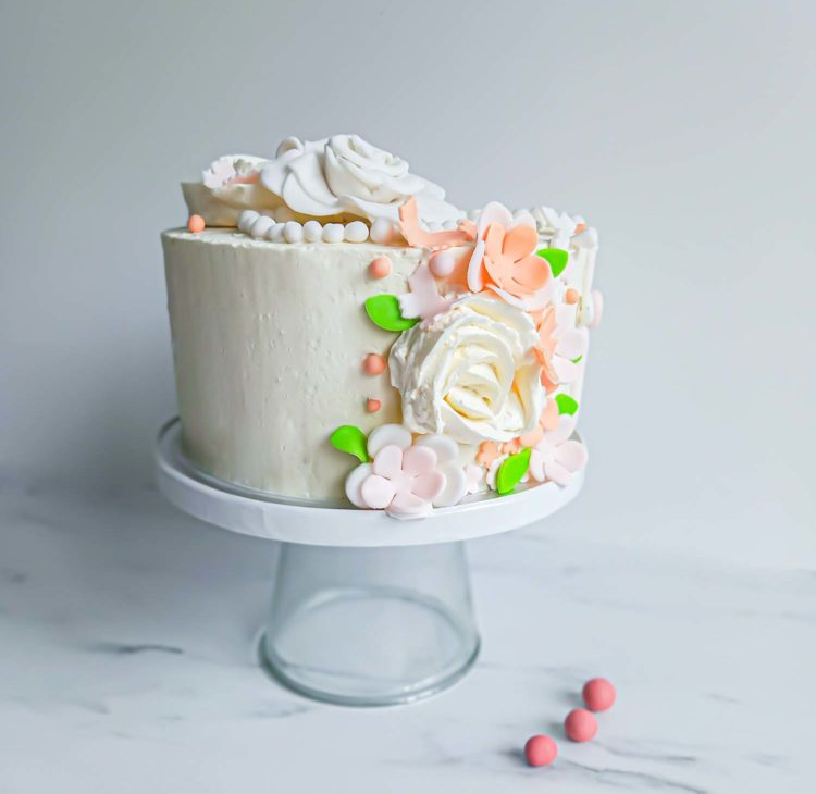layercake fleuri bapteme vue de profil - patisse et malice