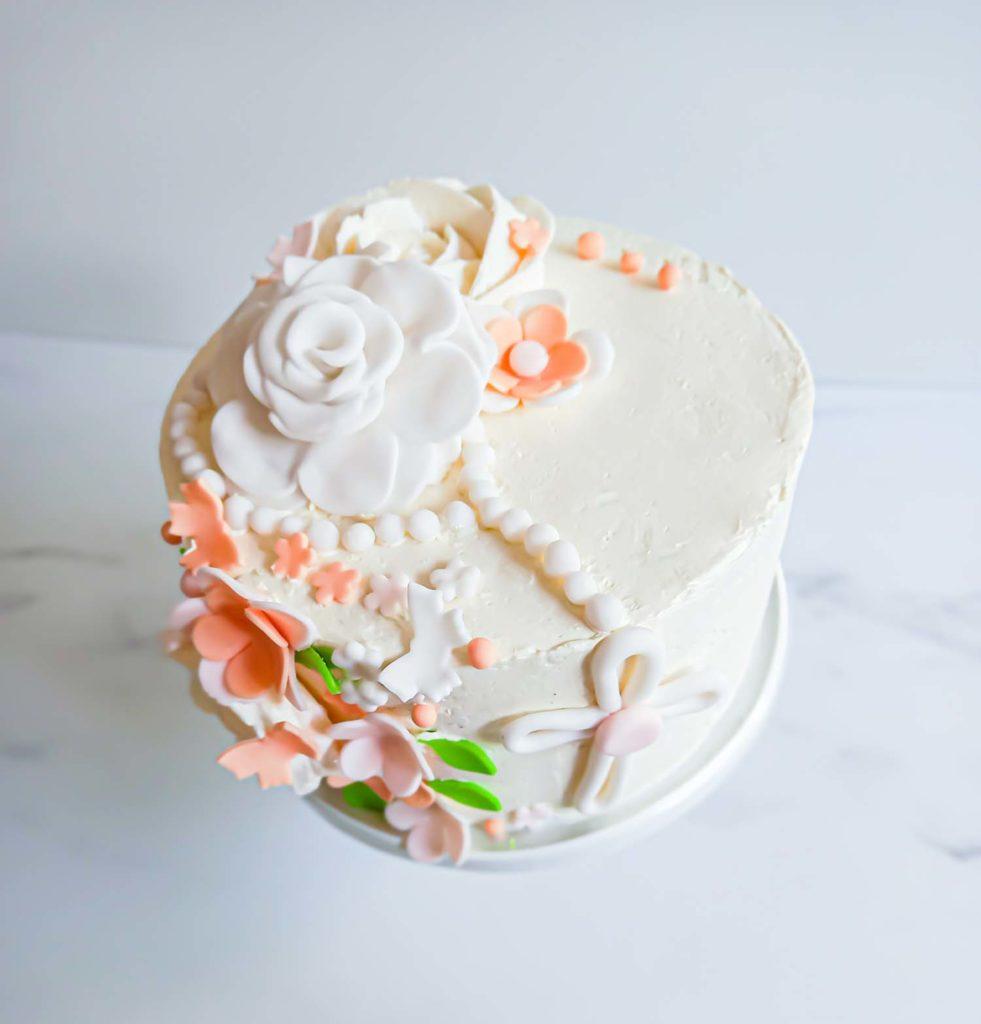layercake fleuri communion - patisse et malice