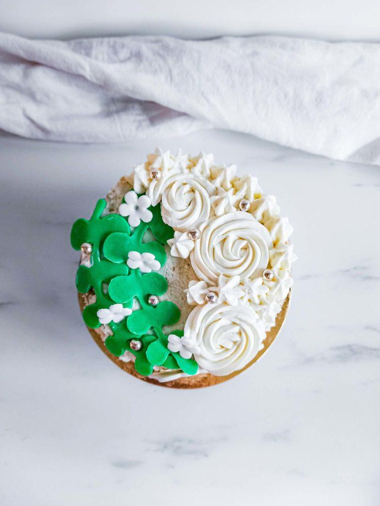 Layercake blanc rosecake - patisse et malice
