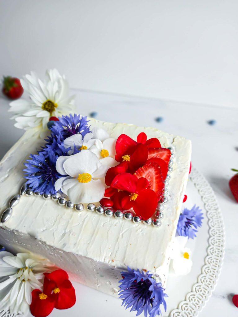 layercake fleurs comestibles et produits locaux gâteau du 14 juillet - patisse et malice