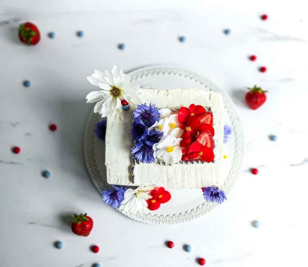 layercake fleurs comestibles et produits locaux vue de dessus - patisse et malice
