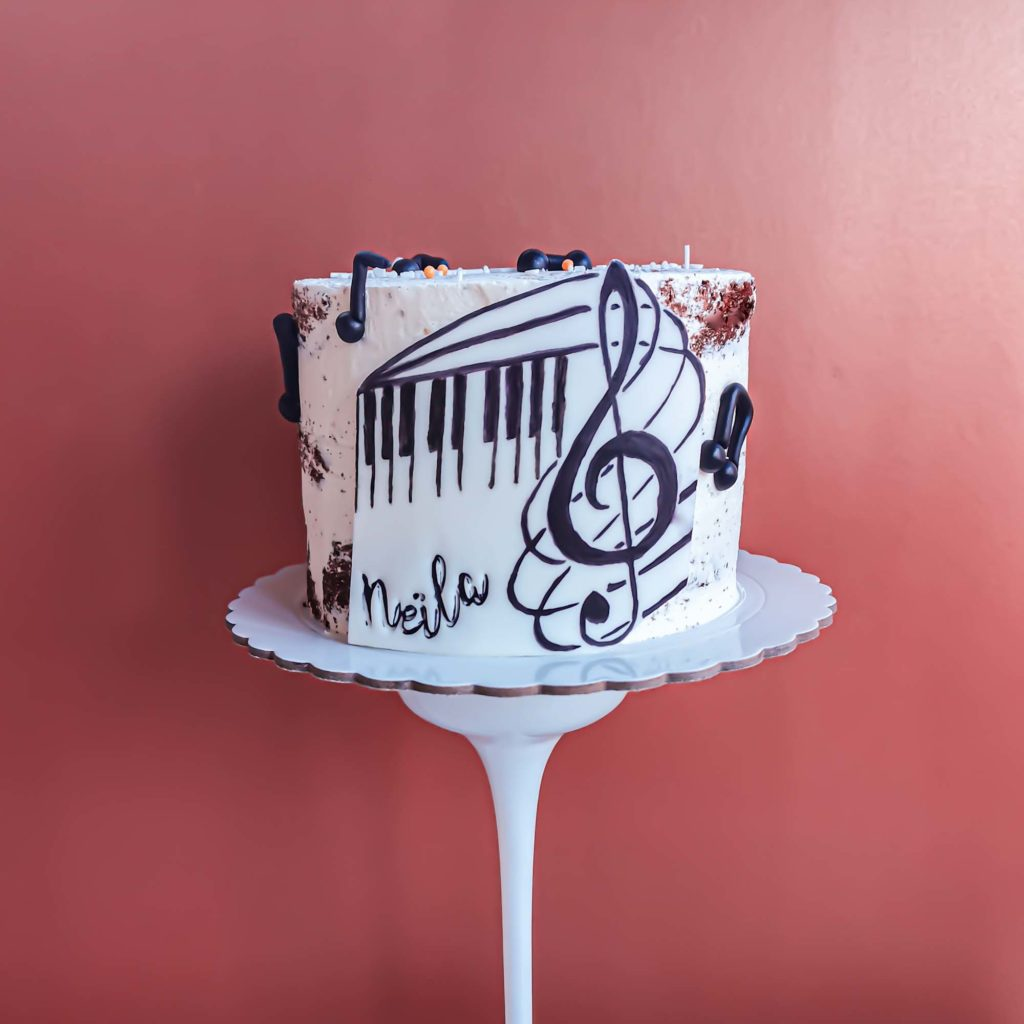 Naked cake thème musique piano - patisse et malice